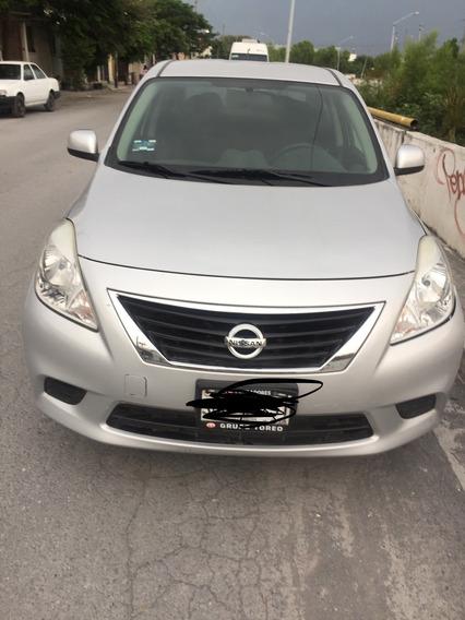 Nissan Versa 2013 De Cochera