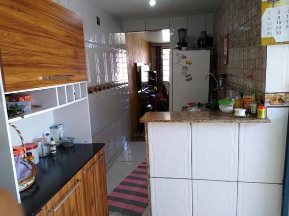 Casa 2 Quartos Sala Cozinha, Banheiro Área E Garagem
