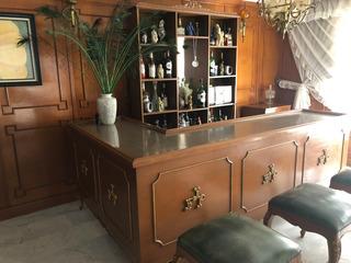 Bar Cantina Con Barra, Bancos Y Vitrina