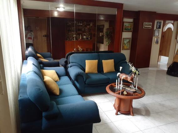 Apartamento De 4 Habitaciones 2 Baños / Coche