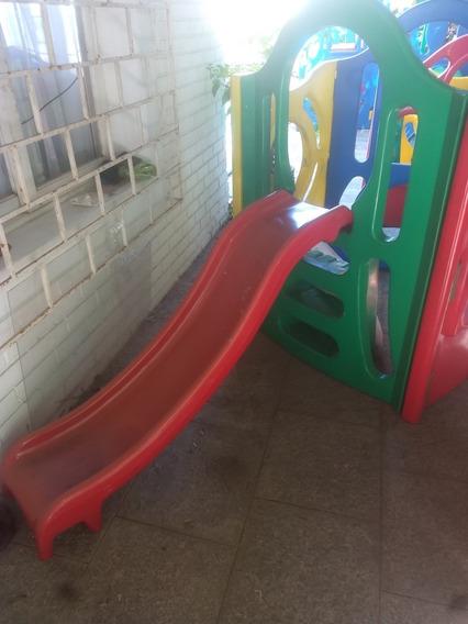 Balanço, Escorregador E Playground Em Um Único Brinquedo.