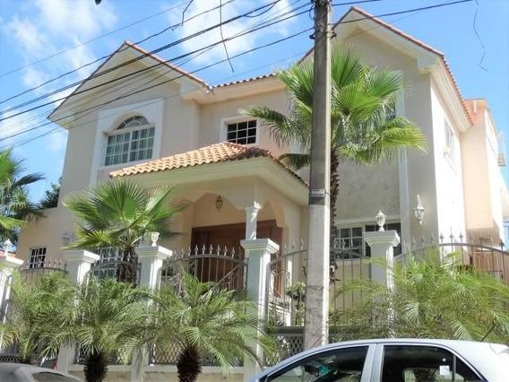 Casa Moderna De 3 Niveles, 5 Habitaciones Y 440 Mts En Los Rios.