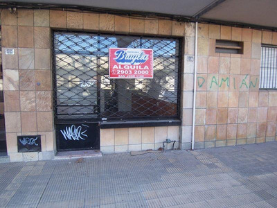 Traspaso.local De 40 Mts. Con 2 Ambientes, Kitchenette, Baño