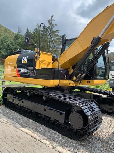 Excavadora 320 D2 Caterpillar 2.404 Horas
