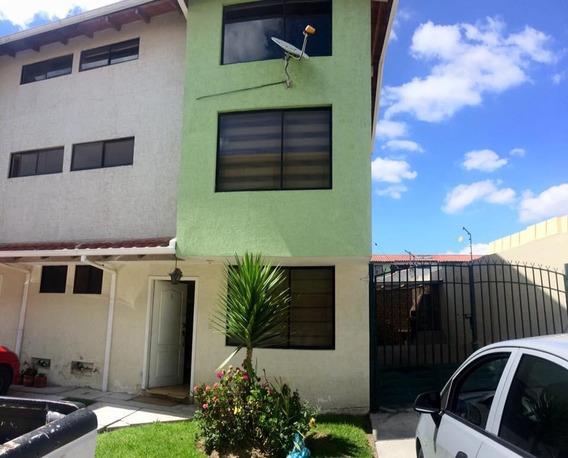 Arriendo Casa De 3 Pisos Y 4 Dormitorios