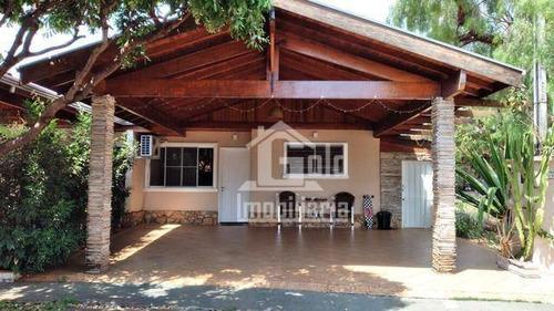 Casa Em Condomínio Fechado Com 135,65m² De Área Construída, 3 Dormitórios, Suite, Piscina - Aceita Permuta - Ca1949