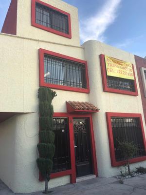 Casa De 4 Recámaras Y 3 Baños, Cocina Integral, Cochera 2 Au