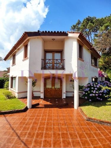 Muy Buena Casa En Venta En La Zona Mas Linda De Playa Mansa.- Ref: 409