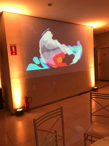 Imagem 1 de 1 de Telão Com Projector
