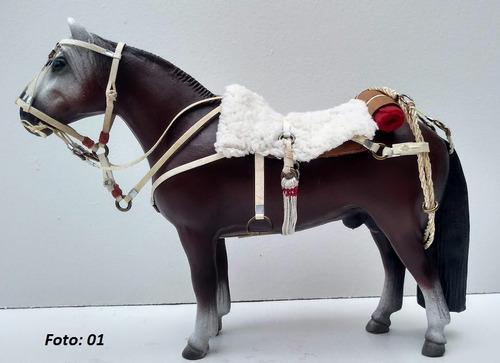 Miniatura De Cavalo Crioulo Encilhado