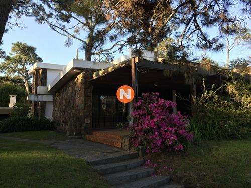 Casa En Pinares 4 Dormitorios Con Parrillero Y Garage- Ref: 216354