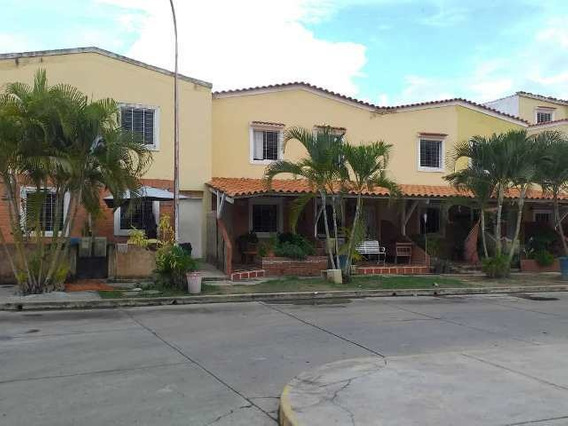 Inmobiliaria Maggi Vende Town House En Los Jarales
