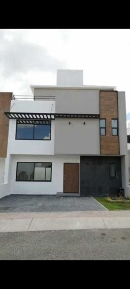 Casa En Venta En El Refugio Qro En Calle $3,050,000