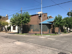 Casa 4 Ambientes Con Terraza Y Cochera