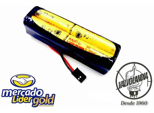 Bateria 9,6v 700mah Ni-cd Com Conector Futaba