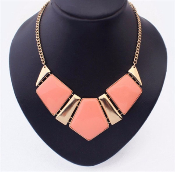 Collar En Color Coral Con Dorado