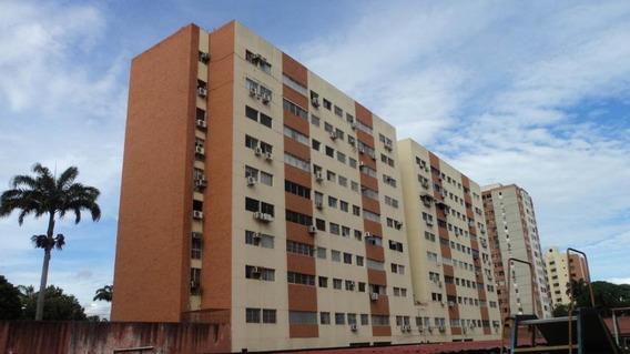 Apartamento En Venta El Parque Barqto 20-2042jg