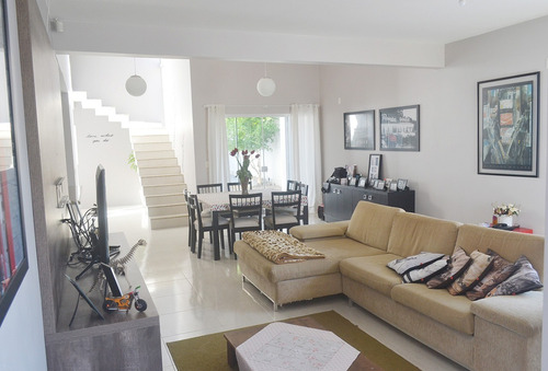 Imagem 1 de 14 de Linda Casa No Bairro Floresta   1 Suíte + 2 Dormitórios   220 M²   Averbada Aceita Financiamento - Sa01718 - 68851503