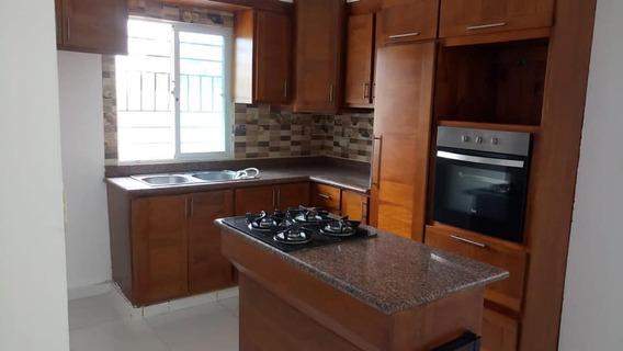 Casa De Venta En Proyecto Cerrado En Gurabo, 135 Mts 3hab