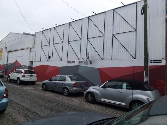 Local Comercial Con Bodega Muy Amplia.