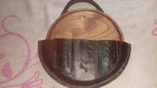 Imagen 1 de 3 de Tablas  Para  Asado  En Cedro Rosa  Y Estuche En Suela