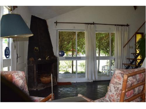 Casa En Pinares, 2 Dormitorios *- Ref: 3967