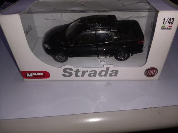 Miniatura Fiat Strada Cabine Dupla Três Portas Oficial Fiat