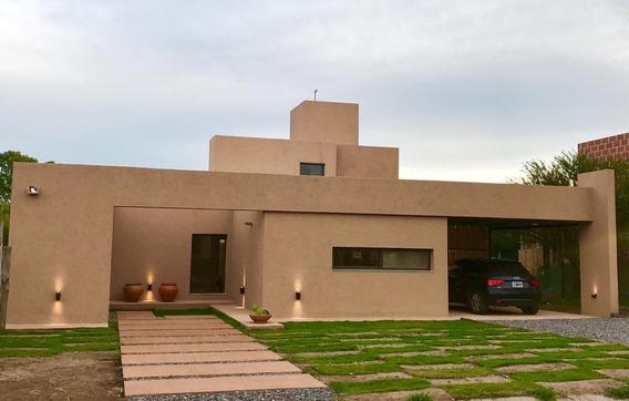 Casa En Venta En Las Cañitas. 3 Dormitorios, Cochera, Pileta