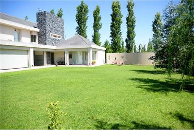 Impecable Casa Frente Al Lago Barrio Los Alamos