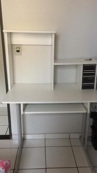 Escrivaninha Branca Com Espaço Para Livros E Computador