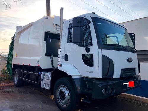 Imagem 1 de 8 de Locação De Caminhão Compactador De Lixo