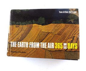 Livro The Earth From The Air 365 New Days Yann Arthus B2826