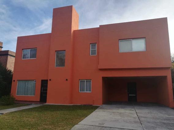 Casa En Venta La Peregrina