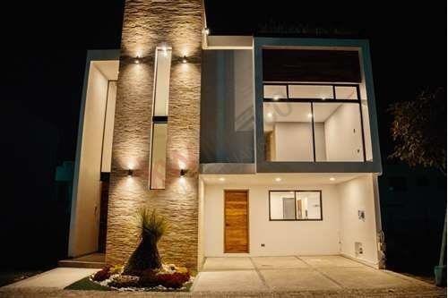 Venta De Casa Estilo Toscano En Parque Nuevo Leon, Lomas De Angelópolis, Cascatta