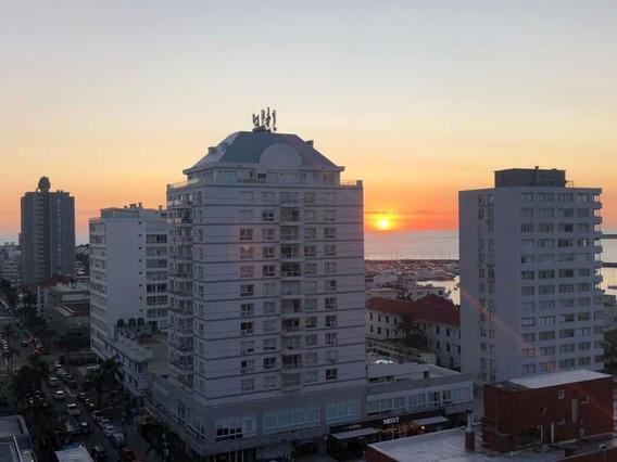 Vista Panorámica Al Puerto, Faro, Isla Gorriti Y Playa Mansa