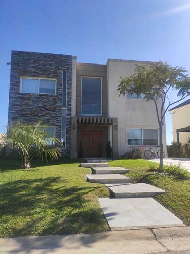Imponente Casa De 320 M2 Gran Diseño En Puertos Vistas