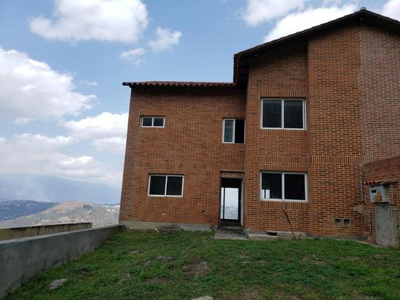 Townhouse En Venta EnLoma Linda Mls #20-17030