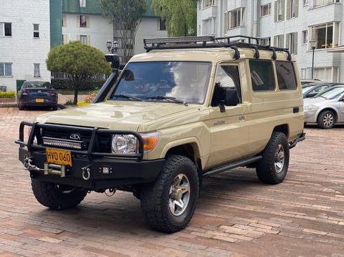 Toyota Land Cruiser Fj70  4.0l 4x4