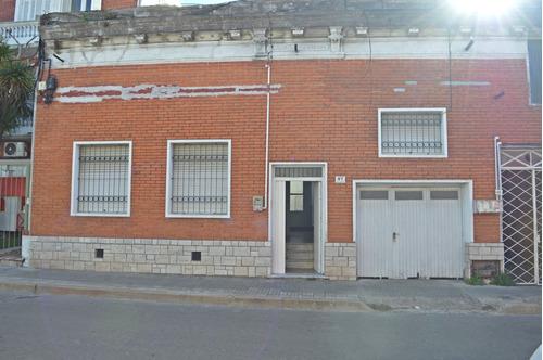 Imagen 1 de 14 de Casa De Tres Dormitorios En Paso Molino, Con Cochera.