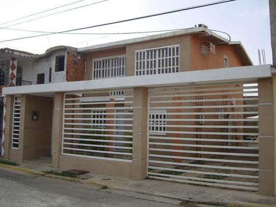 Townhouse En Venta En Los Tulipanes, Palo Negro,21-10898 Lln