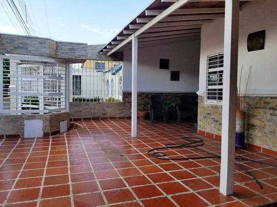 Casa De 2 Plantas En Paratepuy