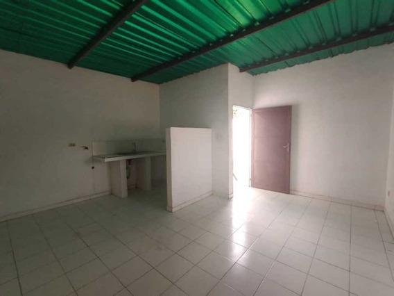 Alquilo Anexo En La Cooperativa, Maracay