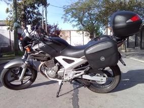 Honda Cbx 250 Twister + Baúles Y Cascos