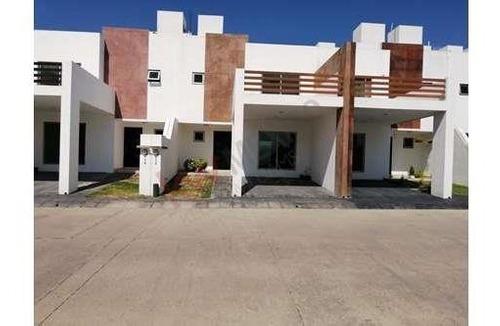 Casa En Renta En Fracc. Jardines De Las Flores, Zona Privada