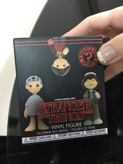 Stranger Things Figura Sorpresa Funko De Jonathan Byers