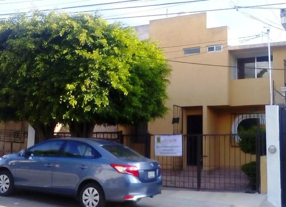 Casa De 3 Recámaras Con 2 Baños