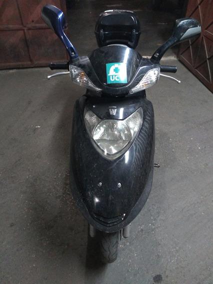 Moto Suzuki Scotter Perfecta