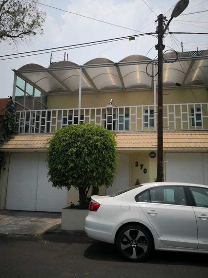 Casa Con Acabado De Lujos .