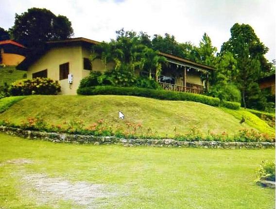 Villa Con Hermosa Vista En Los Altos De Los Posos, Moca.