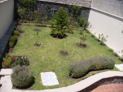 Preciosa Casa Con Jardín En Cumbres Del Cimatario, Tipo California, 4 Recámara